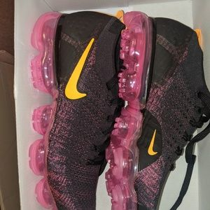 Nike size 8 men's vapormax